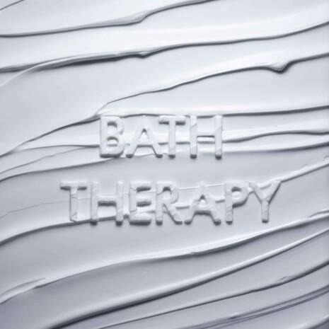 BATH THERAPY INVIGORATING BODY MOISTURISER